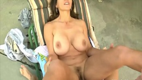 Young dude loves making his older babe's pussy squirt
